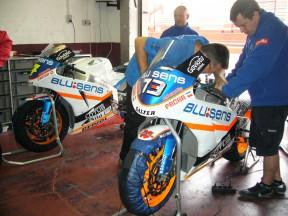 BQR's staff preparing Dani Rivas and Shuhei Aoyama Moto2 bikes in Albacete