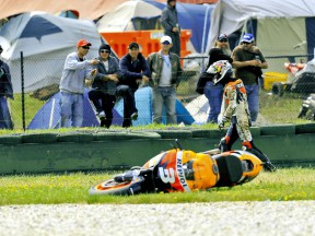 Pedrosa crashes during QP at Phillip Island