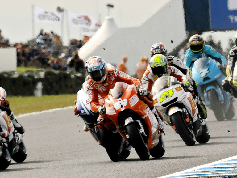 Lorenzo and Hayden clash on lap one at Phillip Island