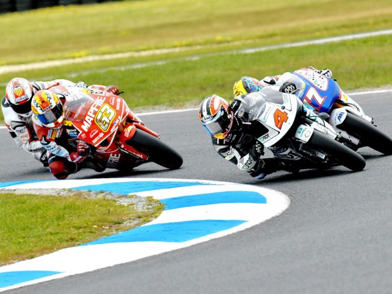 Hiroshi Aoyama riding ahead of 250cc group