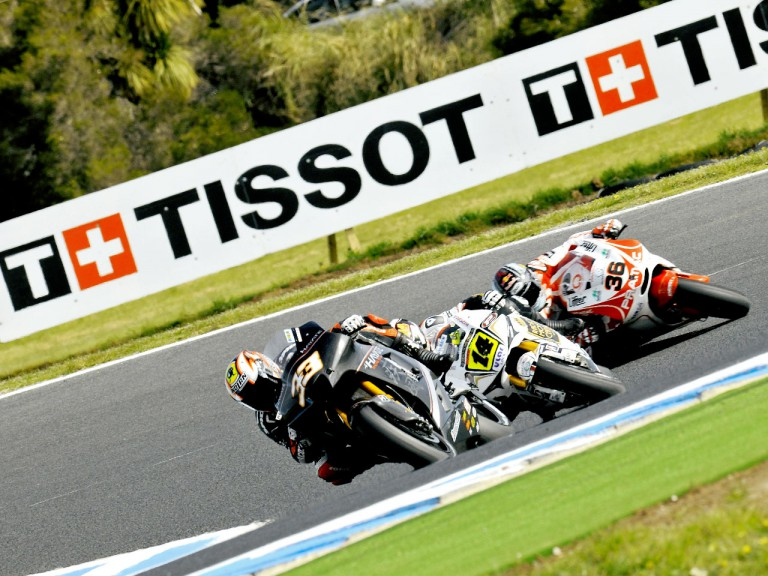 Melandri riding ahead of De Puniet and Kallio in Phillip Island