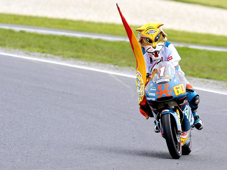 Julián Simón celebrates 125cc World Championship