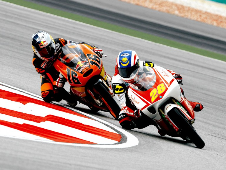 Elly Ilias riding ahead of Cameron Beaubier in Sepang