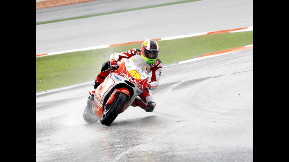 Aleix Espargaró in action in Sepang