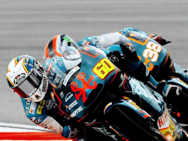 Simón riding ahead of Smith in Sepang