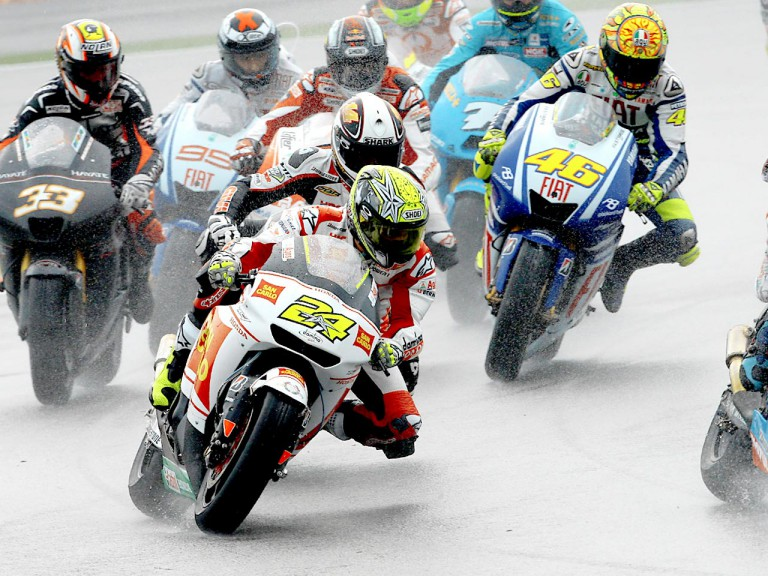 Elias riding ahead of MotoGP group in Sepang