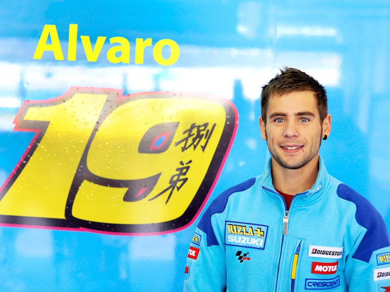 Álvaro Bautista in the Rizla Suzuki garage
