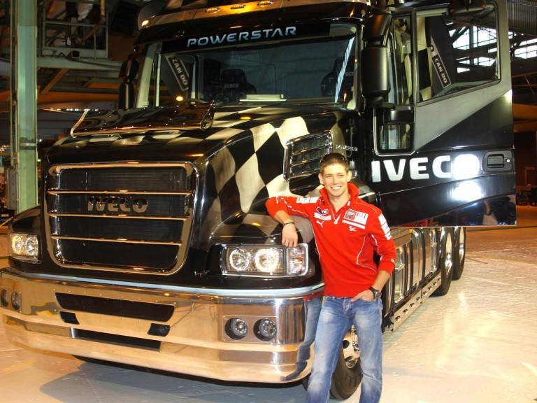 Casey Stoner visits the Iveco´s factory