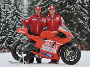 Casey Stoner and Nicky Hayden unveil the new Ducati Desmosedici GP10
