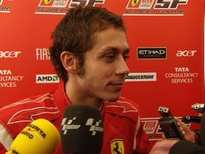 Rossi's media scrum at the Ferrari test in Catalunya (ITA)