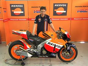 Dani Pedrosa's chief mechanic Mike Leitner on the RC212V