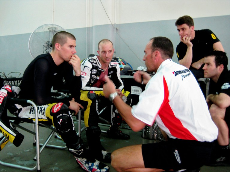 Tech 3´s Spies and Edwards in the garage at the Sepang test