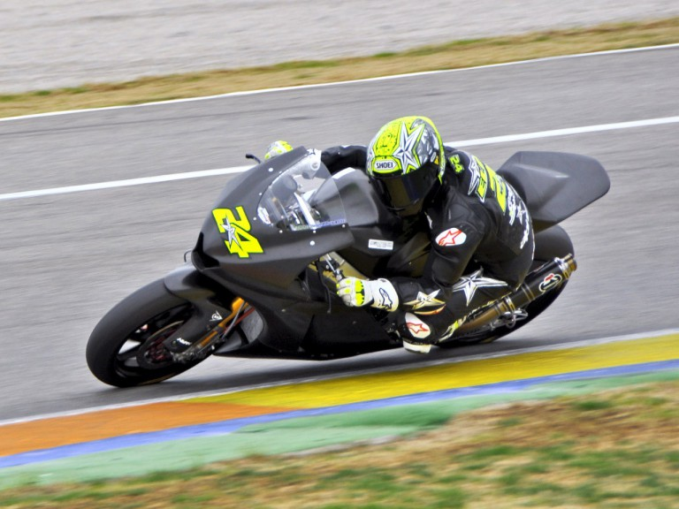 Toni Elias in action at the Valencia test