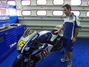 Davide Brivio presents the 2010 Yamaha YZR-M1