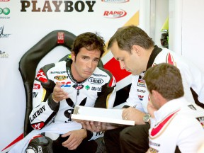 Toni Elías in the LCR Honda MotoGP garage at the Valencia test
