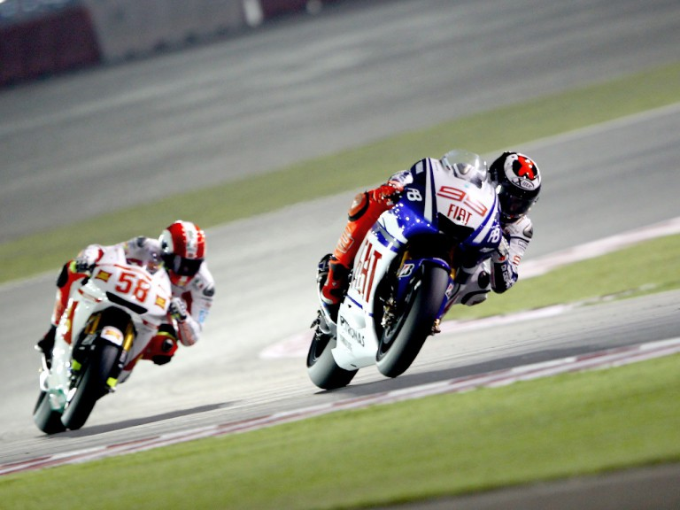 Lorenzo riding ahead of Simoncelli in Qatar