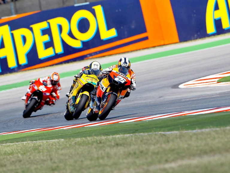 Pedrosa ridng ahead of Barberá and Hayden