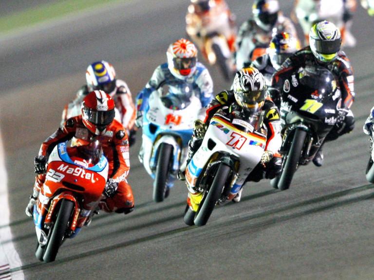 Tomoyoshi Koyama riding ahead of 125cc group in Qatar