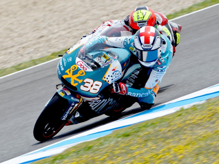 Bradley Smith and Luca Marconi riding head to head in Jerez