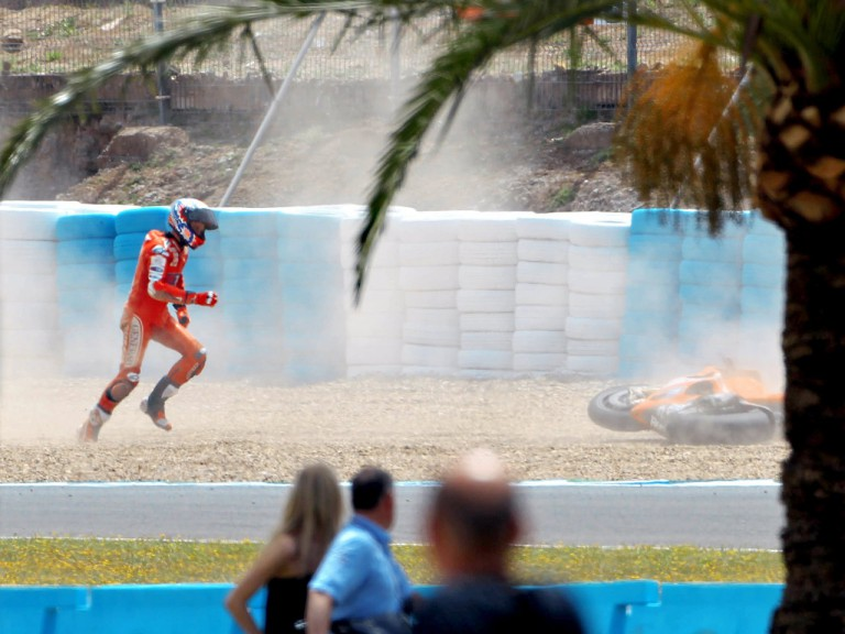 Casey Stoner after crash during the FP1 in Jerez