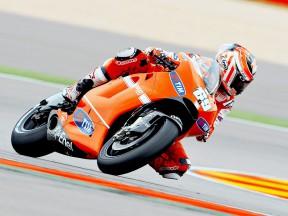 Nicky Hayden in action at Motorland Aragón