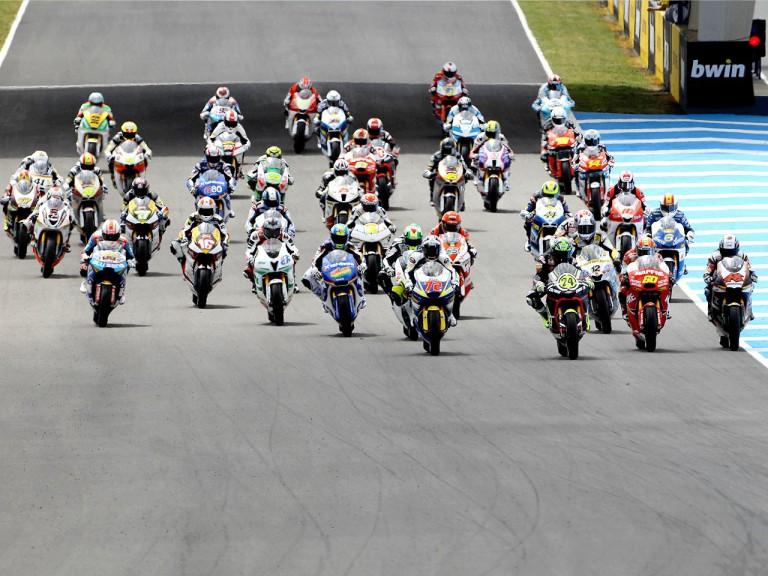 Moto2 Race starts in Jerez