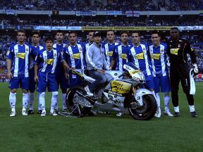 Aoyama presenting his MotoGP bike at the soccer club RCD Espanyol