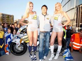 Hiroshi Aoyama presenting his MotoGP bike at RCD Espanyol