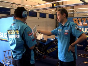 Rizla Suzuki Shinichi Sahara in the garage