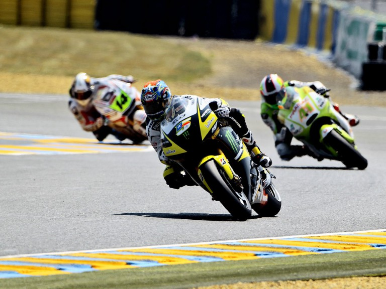 Edwards riding ahead of Espargaró and De Puniet in Le Mans