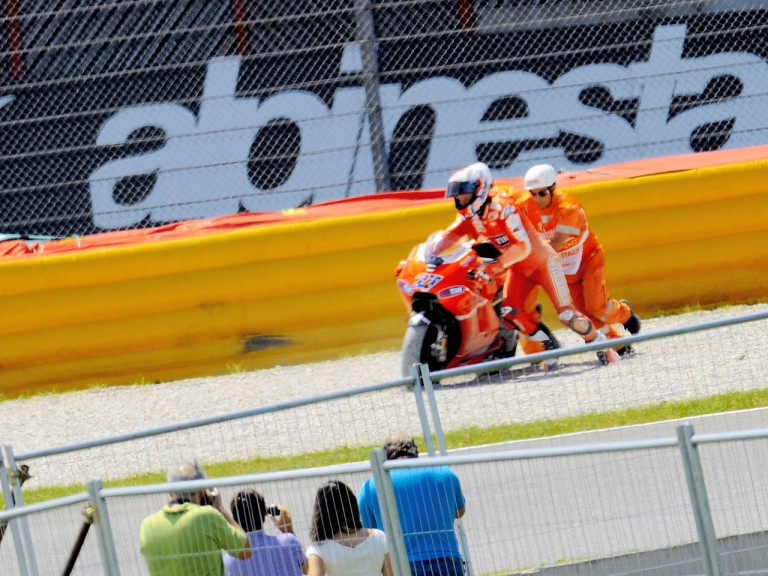 Stoner crashes during the FP1 in Mugello