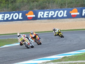 Randy de Puniet riding ahead of Pedrosa and Edwards at Estoril