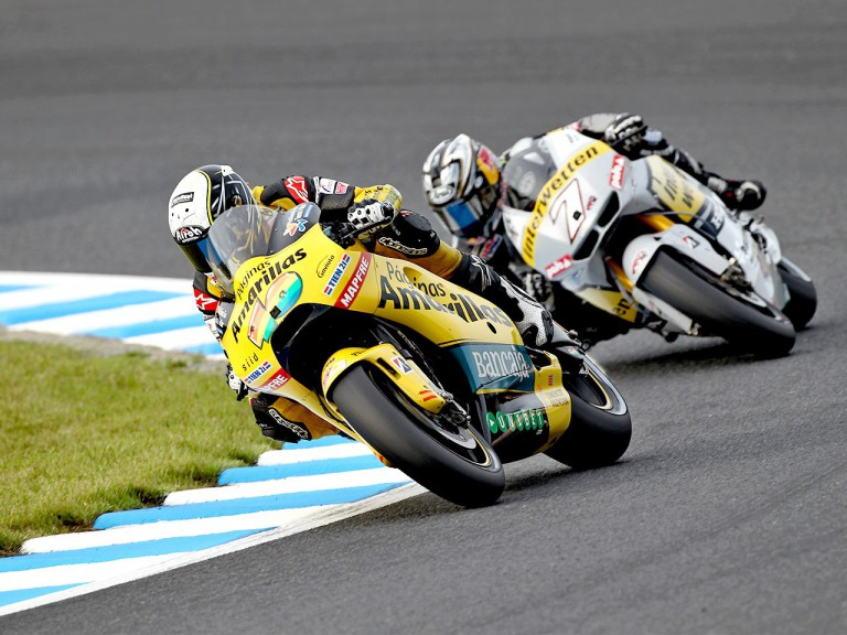 Héctor Barberá riding ahead of Aoyama at Motegi