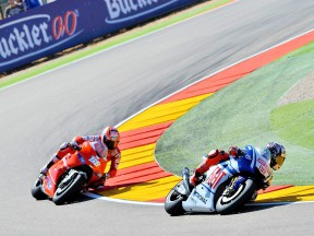 Lorenzo riding ahead of Hayden at Motorland Aragón