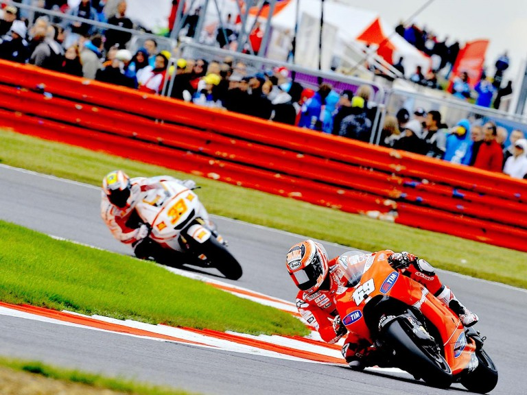 Hayden and Melandri in action at Silverstone