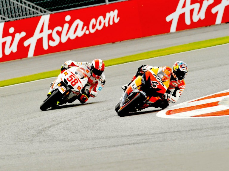 Dovizioso riding ahead of Simoncelli in Silverstone