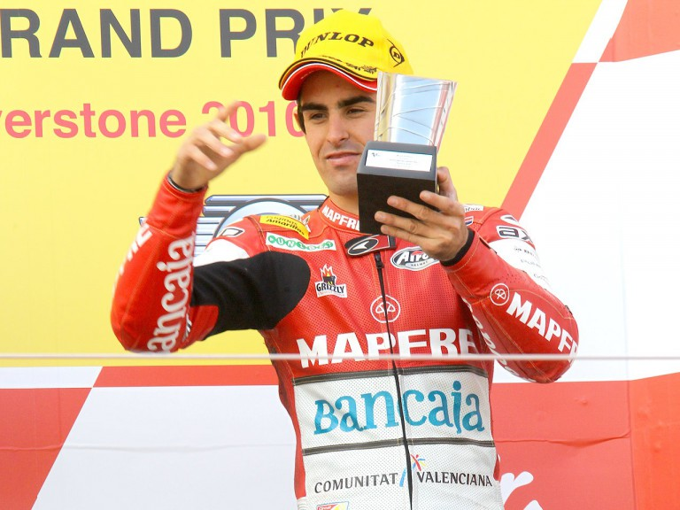 Julián Simon on the podium at Silverstone