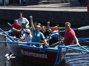 Riders take on journalists in Dutch boat race