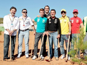 Spanish riders plants tree for the Repsol/MAS foundation