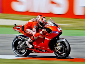 Nicky Hayden in action in Assen