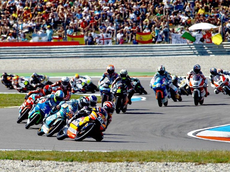 125cc Group in action in Assen