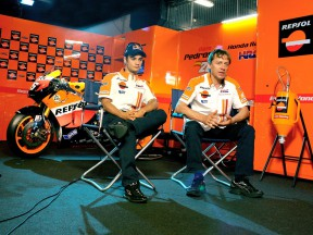 Dani Pedrosa and Mike Leitner in the Repsol Honda garage
