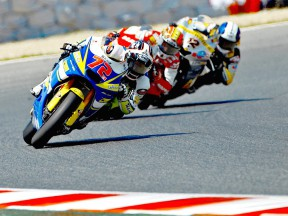 Yuki Takahashi riding ahead of Moto2 group at the Catalunya Circuit