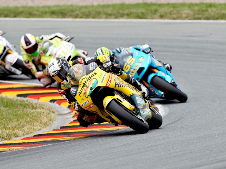 Héctor Barberá riding ahead of MotoGP group in Sachsenring