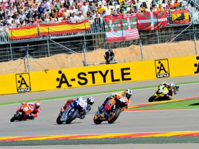 Dani Pedrosa riding ahead of MotoGP group at Motorland Aragón