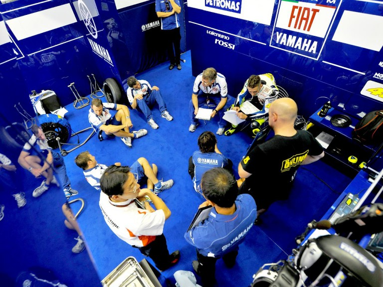 Rossi and his crew in the box