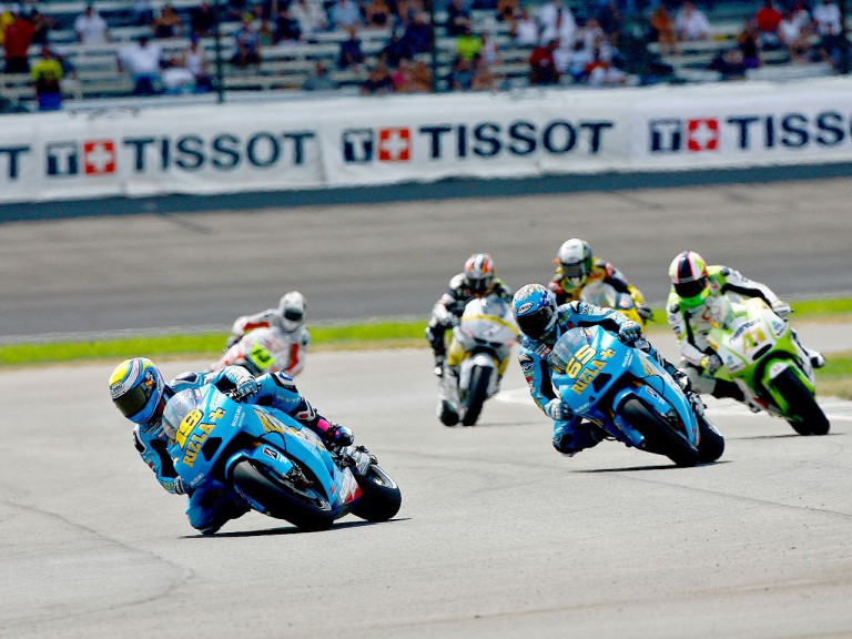 Rizla Suzuki´s Capirossi and Bautista riding ahead of MotoGP group at Indianapolis