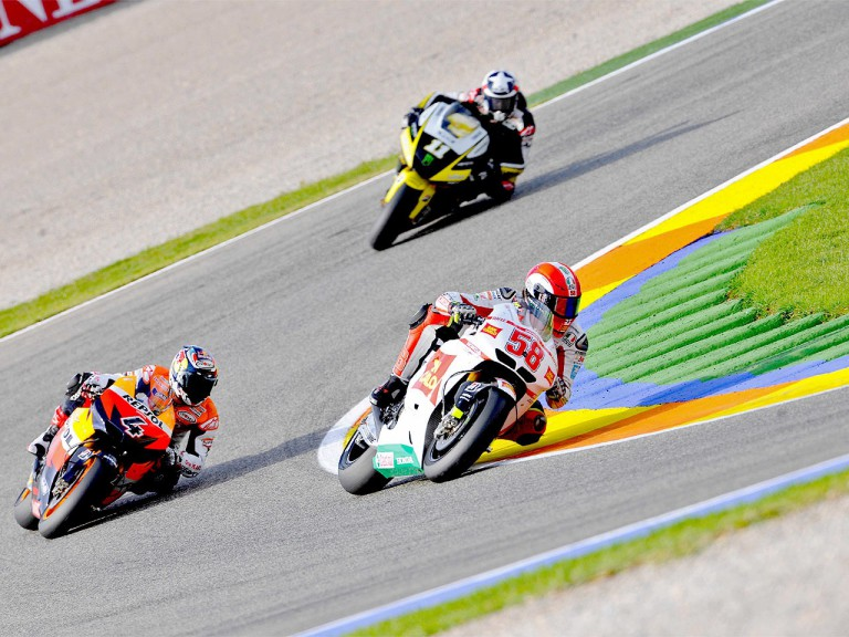 Marco Simoncelli riding ahead of Dovizioso and Spies in Valencia