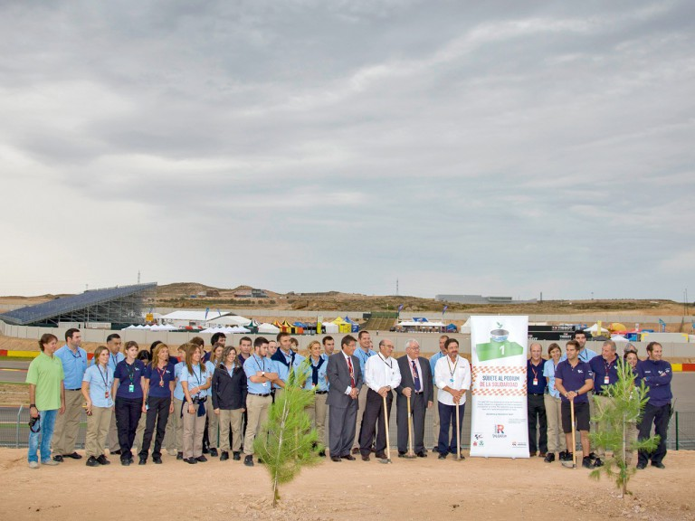 Dorna Sports staff plant trees to support the Repsol Foundation MAS Project