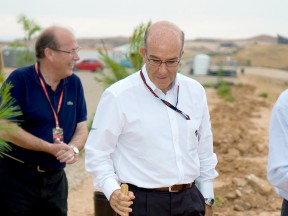 Dorna CEO Carmelo Ezpeleta supports the Repsol Foundation MAS Project